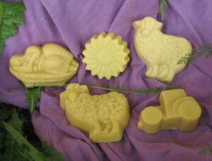 Naturseifen in verschiedenen Formen: Schaf, Trecker, Stern, dicke Frau