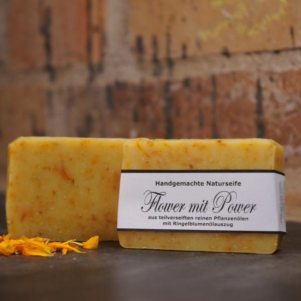 """Produktfoto der palmölfreien Seife """"Flower mit Power"""" von Seifengarten in Oderberg"""