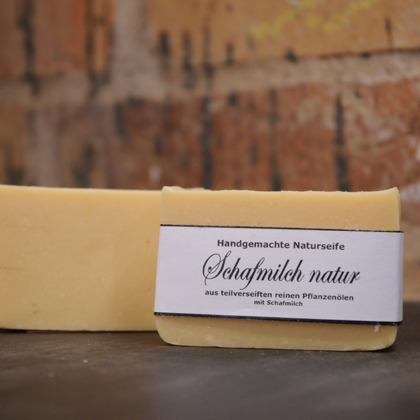 """Produktfoto der palmölfreien Seife """"Schafmicl natur"""" von Seifengarten in Oderberg"""